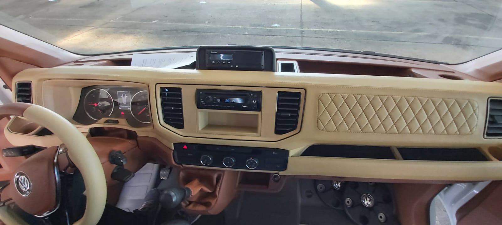 FOTO: Flota CJ Bihor, parcată la OTL. Bolojan a descoperit un microbuz de lux, marca VW 21.11.2020